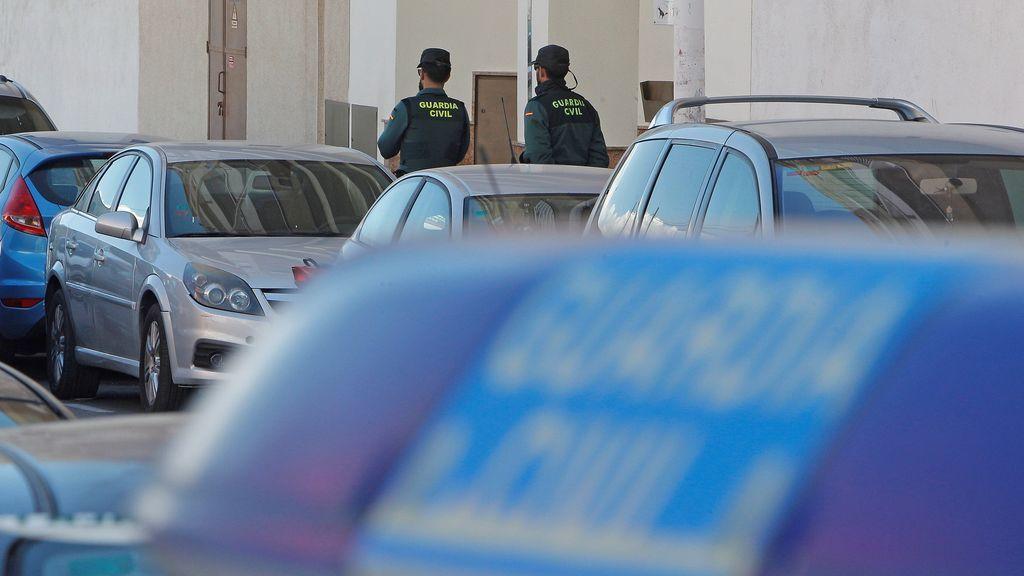 Hallan muerta y semidesnuda a una joven de 30 años en una portería de Torrevieja