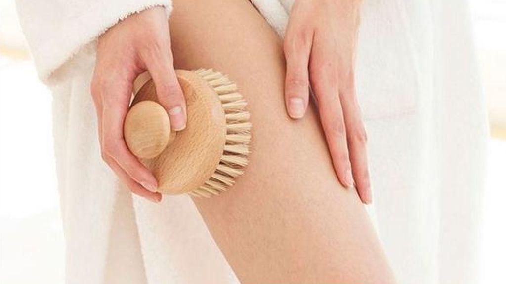 ¿Es el dry brushing (cepillado en seco) el secreto contra la celulitis?