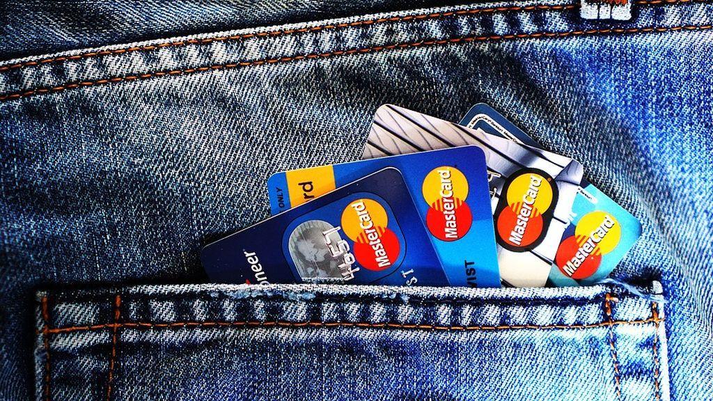 Te explicamos si te saldrá rentable pagar con tarjeta si viajas en Semana Santa