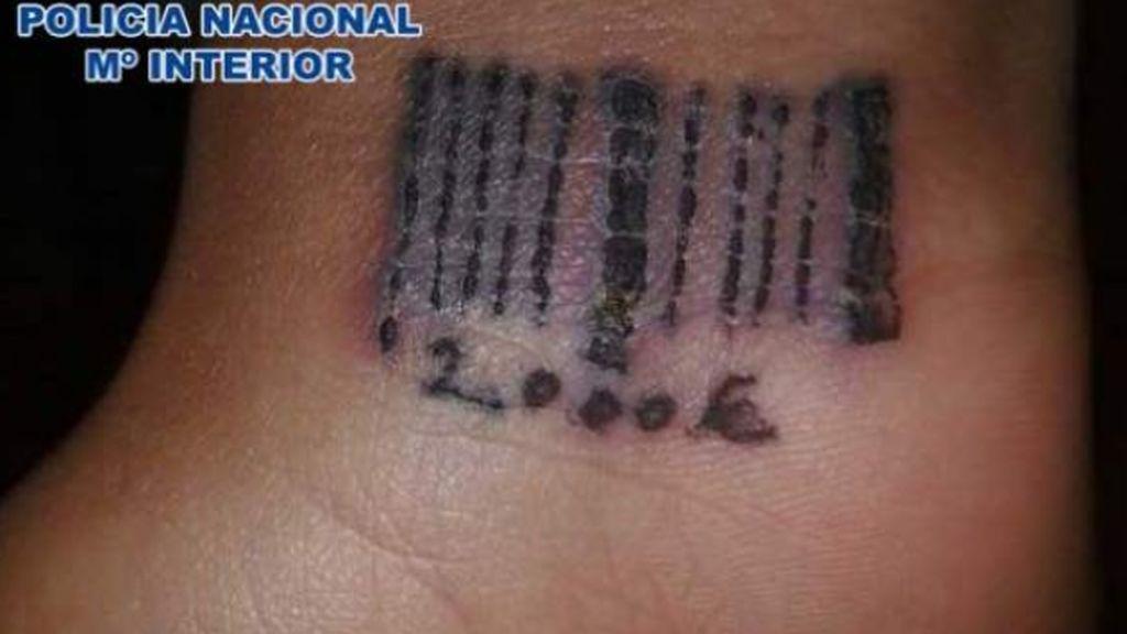 Golpe a la prostitución: las tatuaban con un código de barras como si fueran animales