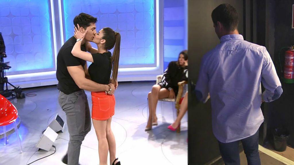 Jenni besa a Martí delante de todos y los pretendientes estallan