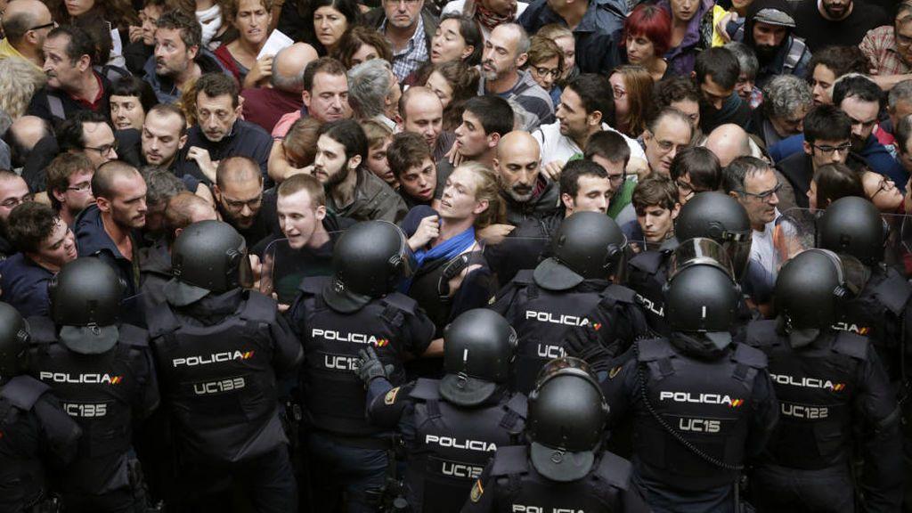 """Cinco policías testifican que sospecharon que Mossos """"camuflados"""" alertaron de su llegada a un colegio el 1-O"""