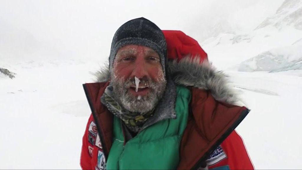 Alex Txikon explica el porqué los alpinistas no se quitan el hielo que se les forma en la nariz y la boca