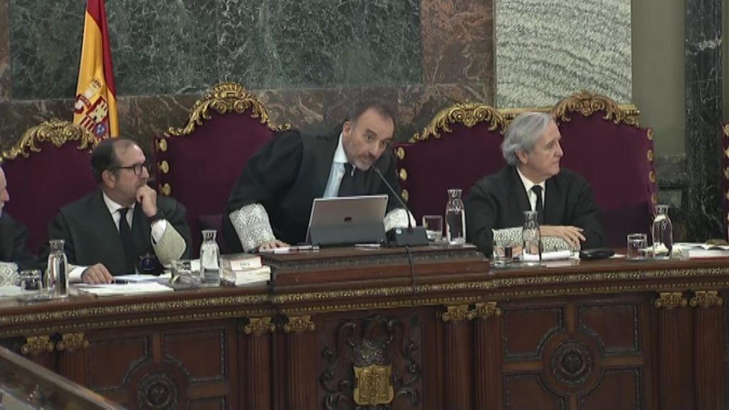 """""""Que pase el médico"""": Marchena suspende unos minutos el juicio del 'procés' por la indisposición de un funcionario"""