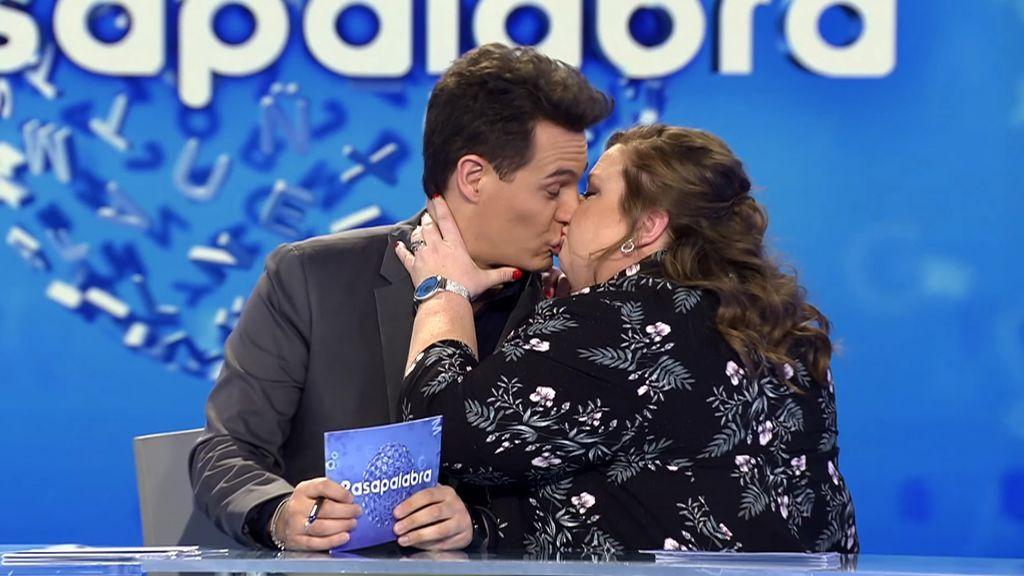 """Itziar Castro se vuelve """"loca"""" en la prueba musical y besa a Christian"""