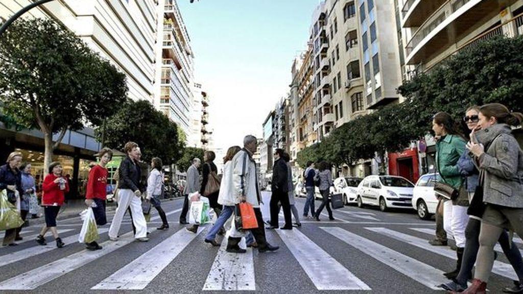 Los peatones cruzan los pasos de cebra siguiendo un principio matemático