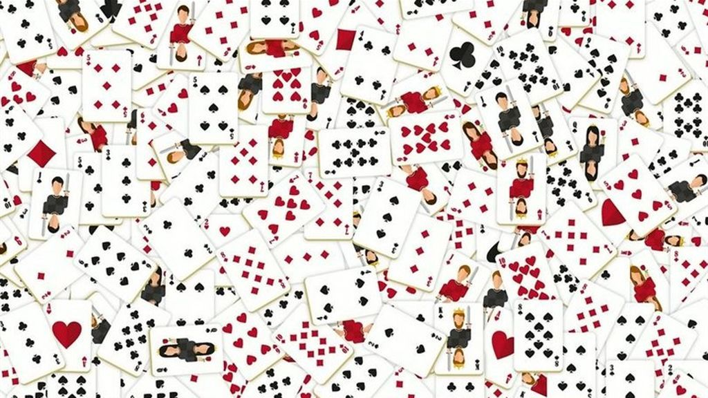 Las cartas sobre la mesa: encuentra el As de picas entre los naipes