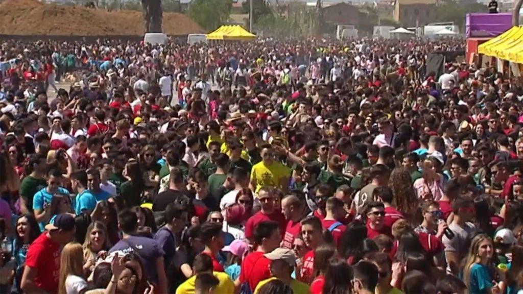 Miles de jóvenes celebran el polémico Festival de las Paellas pese al 'no' del Ayuntamiento de Valencia