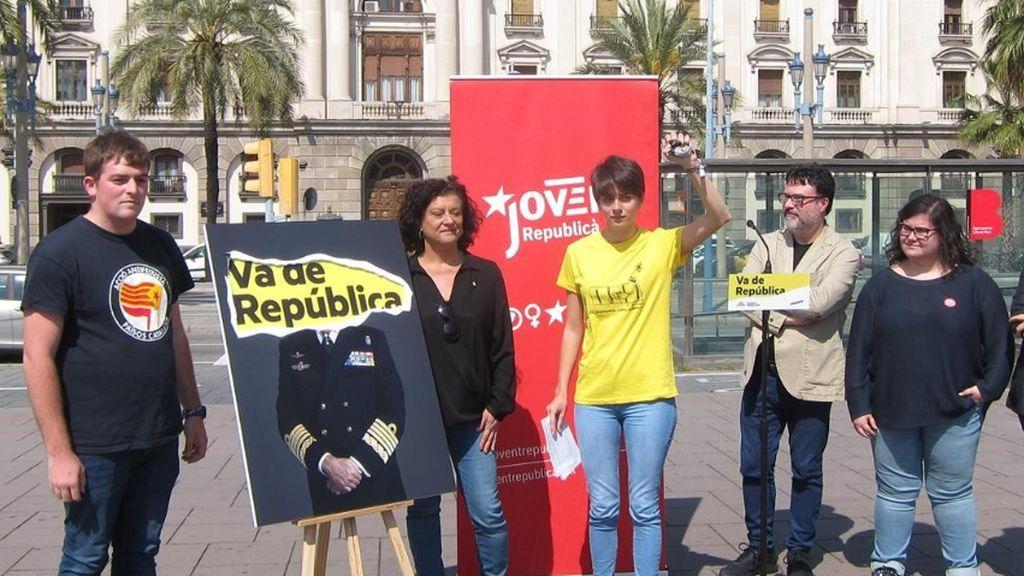 ERC pide el voto para hacer caer al Rey mientras rasga una foto