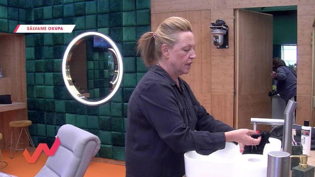 Lydia Lozano tiene que lavar las bragas a Anabel Pantoja