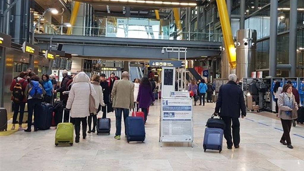 Continúa la huelga del personal de seguridad del aeropuerto de Barajas y aumentan las colas