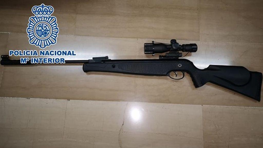 Detenido un hombre por disparar a cinco vecinos desde su balcón con un rifle de aire comprimido