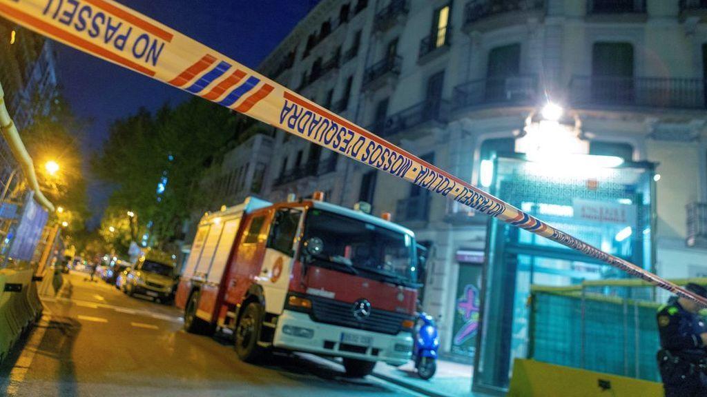 Los Mossos reducen al hombre atrincherado en un piso de Barcelona con su novia