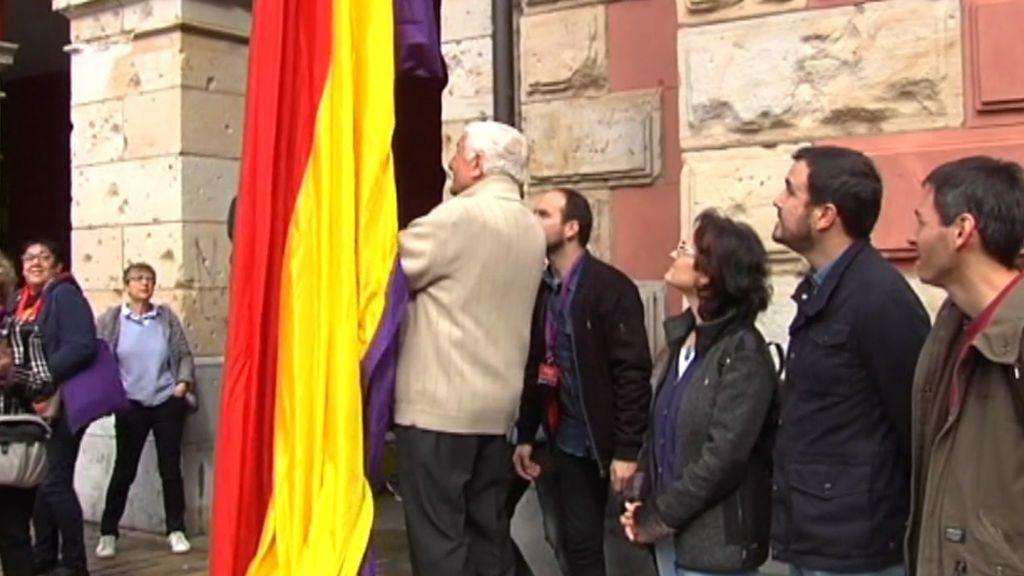 Cientos de actos conmemoran la II República en España