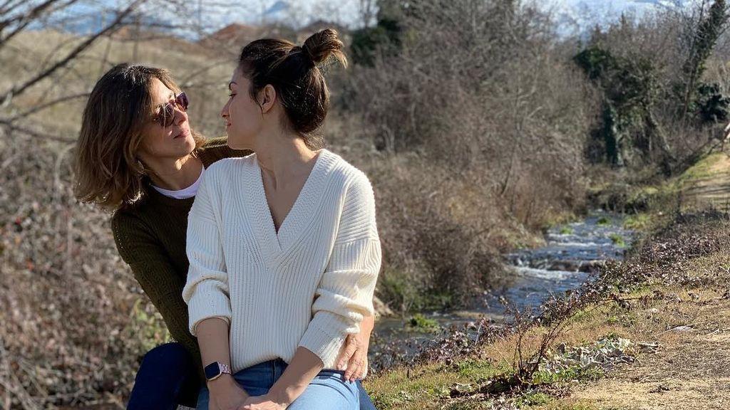 La foto más esperada de Sandra Barneda y Nagore Robles en sus redes: su beso de amor