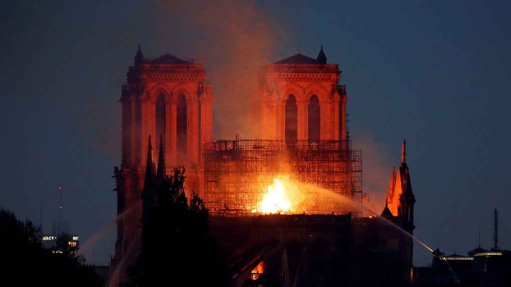 Incendio catedral Notre Dame de París: Las llamas calcinan la historia