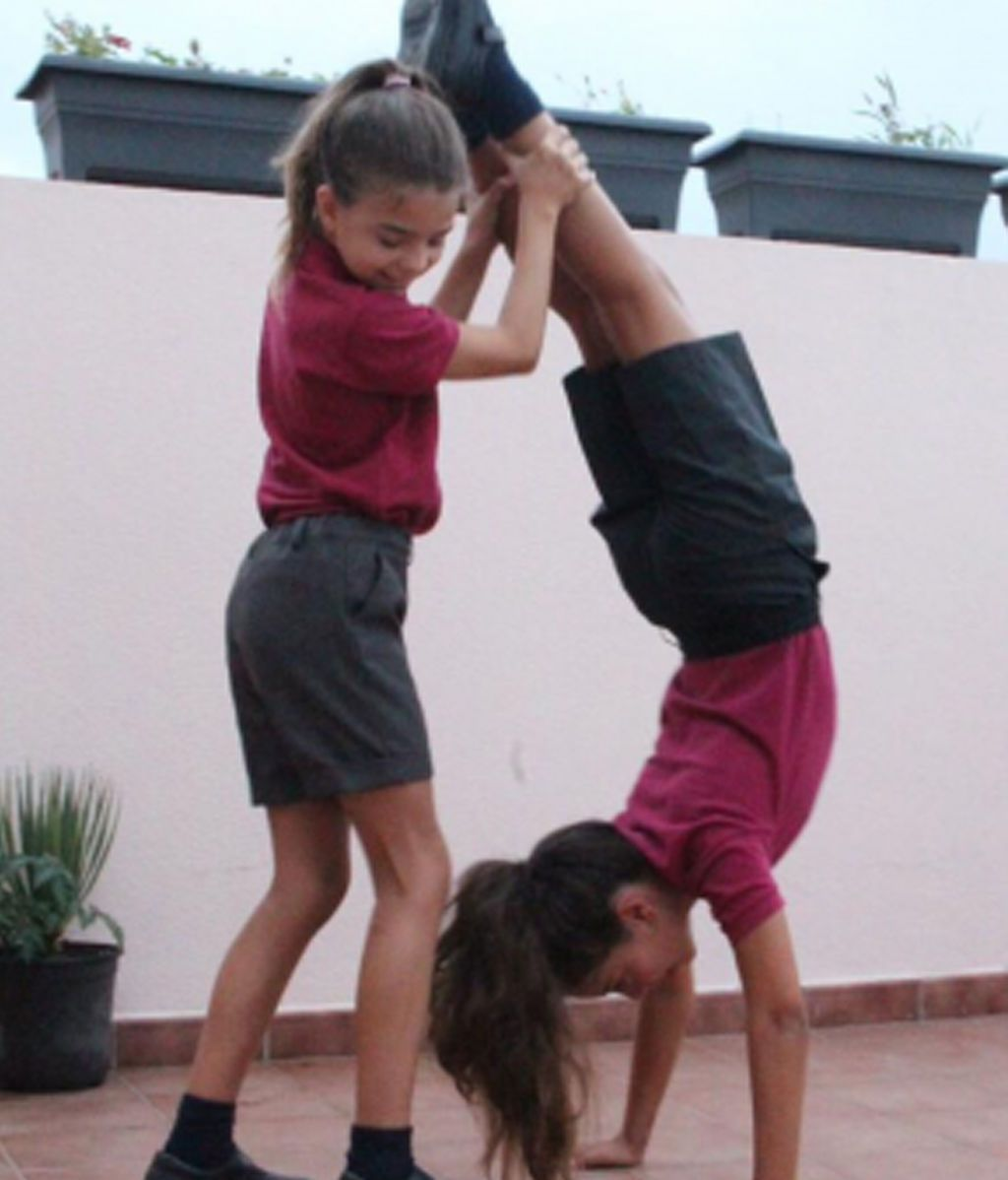 Dos alumnas canarias reclaman que los pantalones también forme parte de los uniformes escolares femeninos