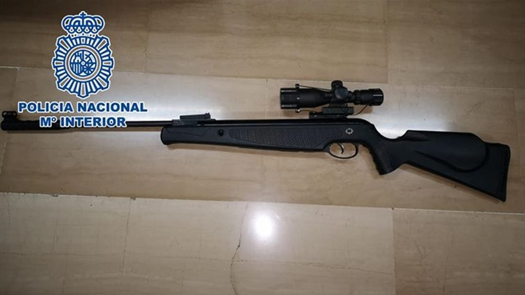 Detienen a un hombre por disparar a cinco vecinos con un rifle de aire comprimido en Alicante
