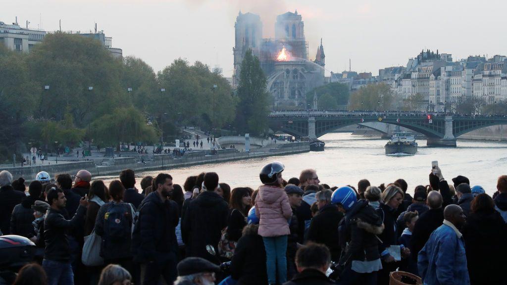 Cientos de españoles, testigos del incendio de Notre Dame