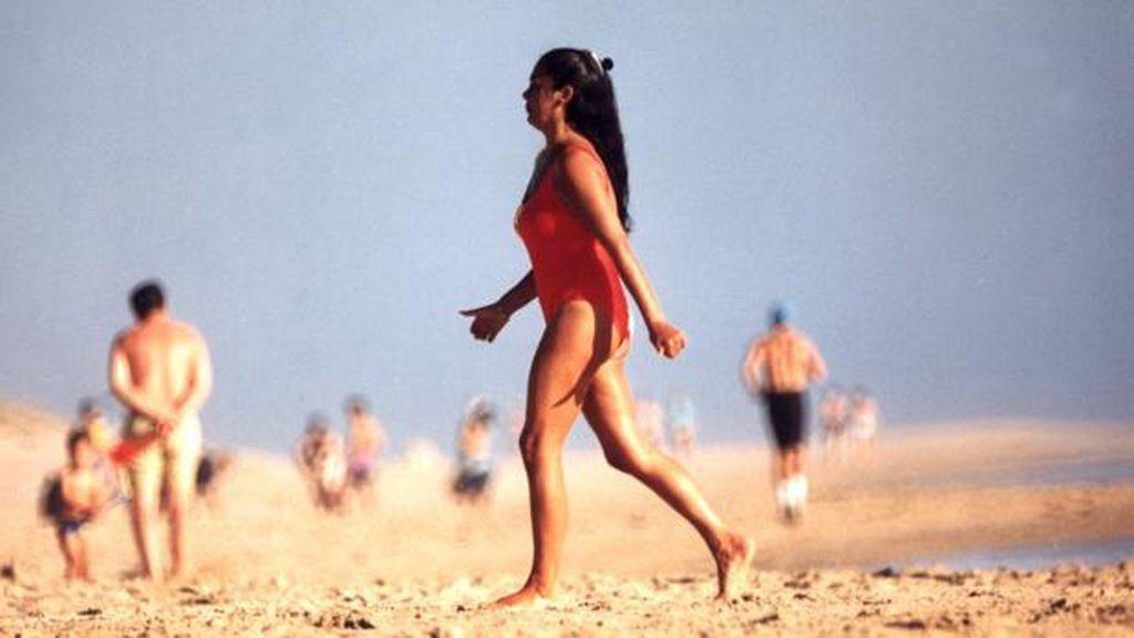Isabel Pantoja, al más puro estilo de 'Los Vigilantes de la Playa'