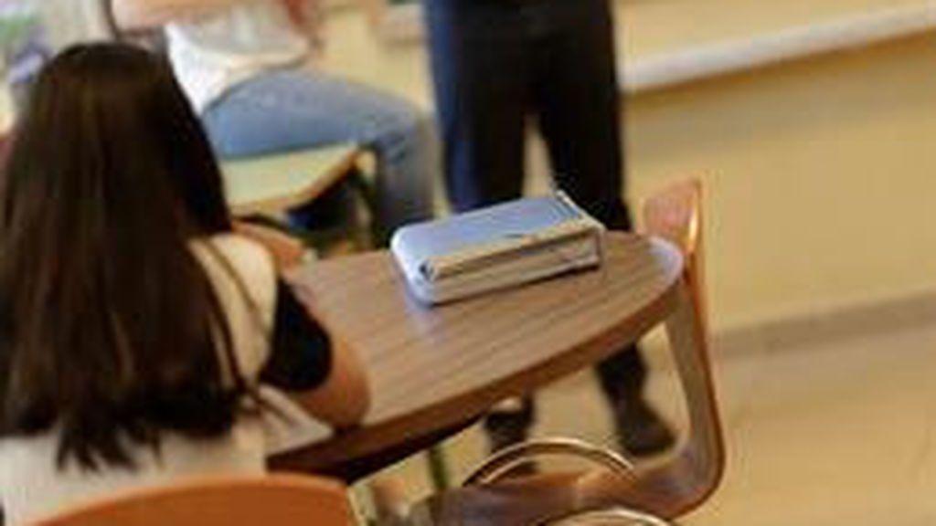 Ciudadanos propone prohibir el uso de teléfonos móviles en los centros educativos y cursos gratuitos de inglés