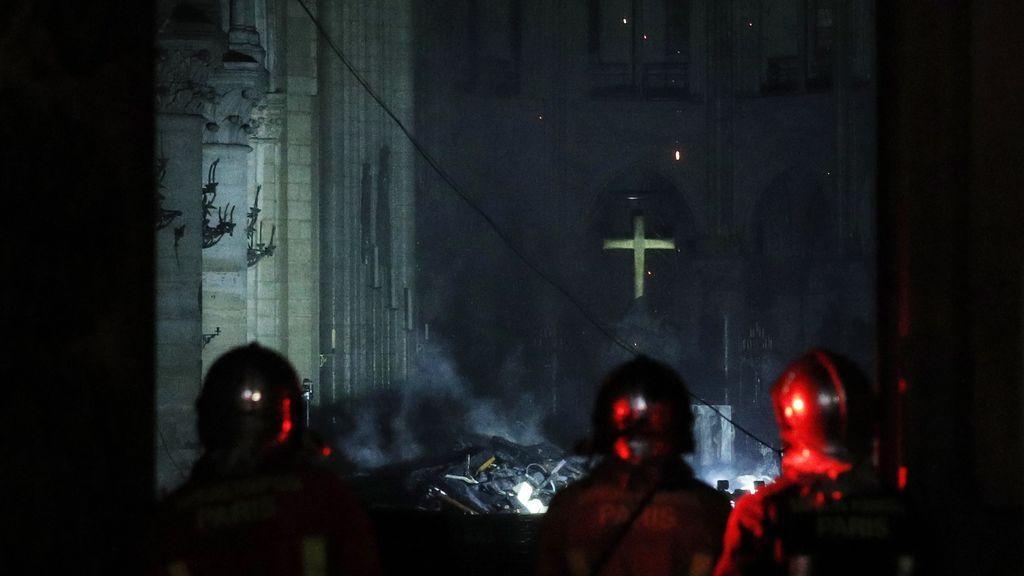 El interior de Notre Dame, pasto de las llamas