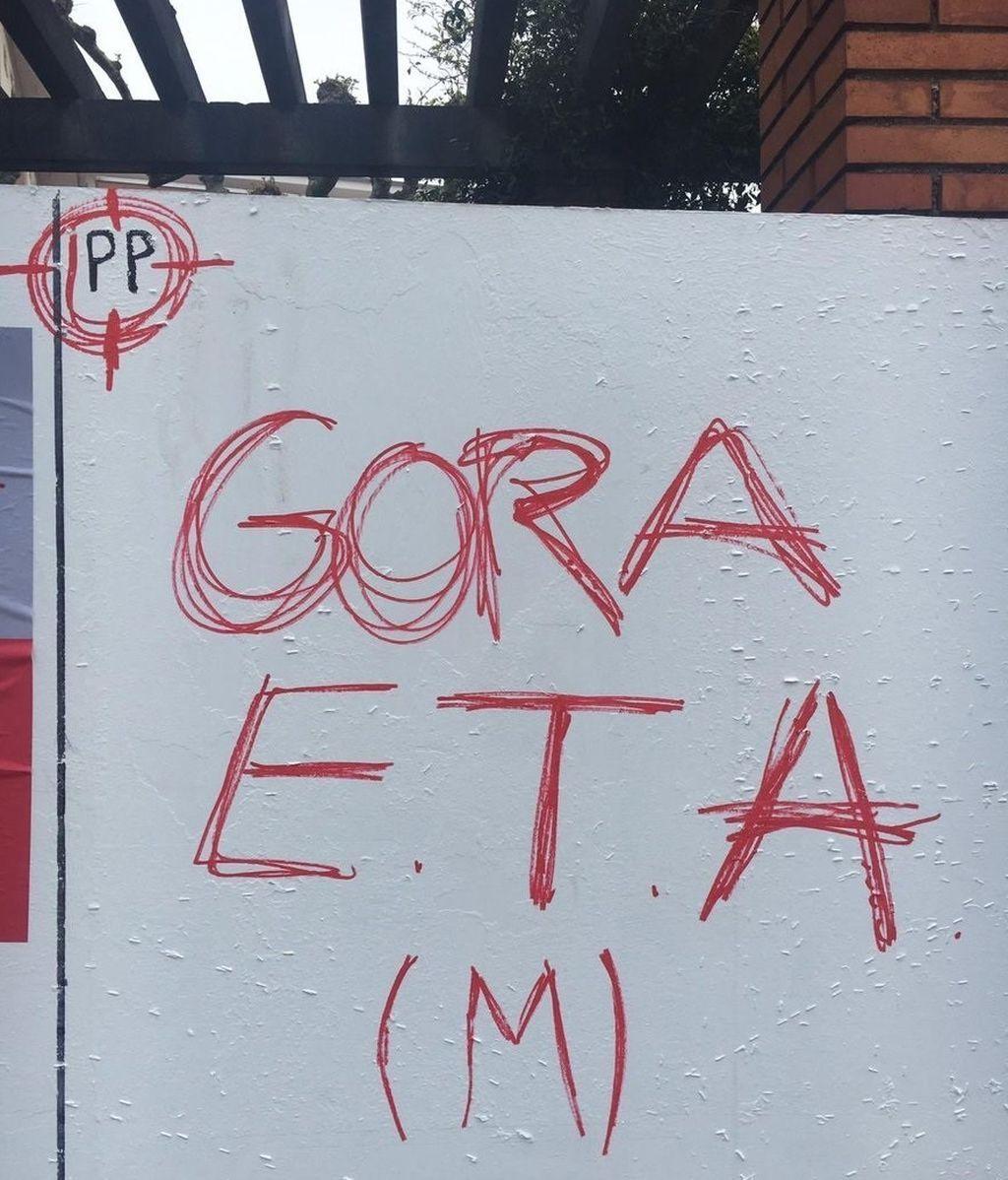 Aparecen pintadas contra el PP en una diana en Erandio (Vizcaya)