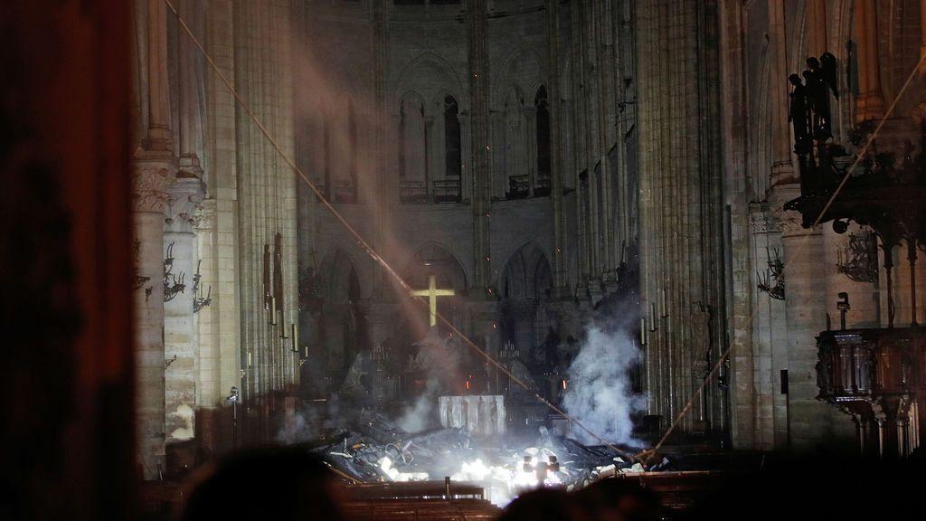 Así ha quedado el interior de la catedral de Notre Dame tras el devastador incendio