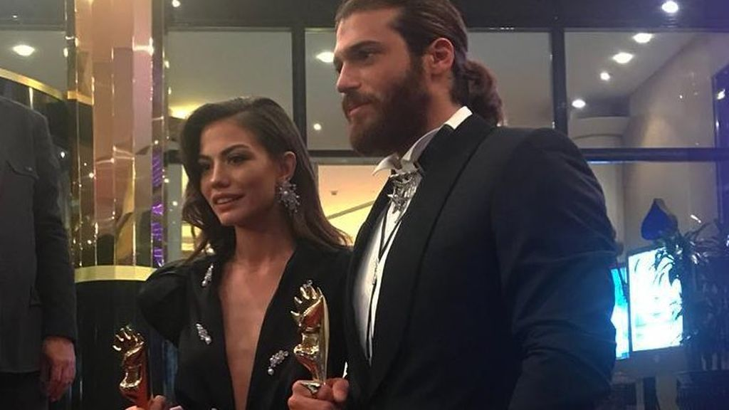 Can Yaman y Demet Özdemir, premiados en los Murex d'Or en Líbano