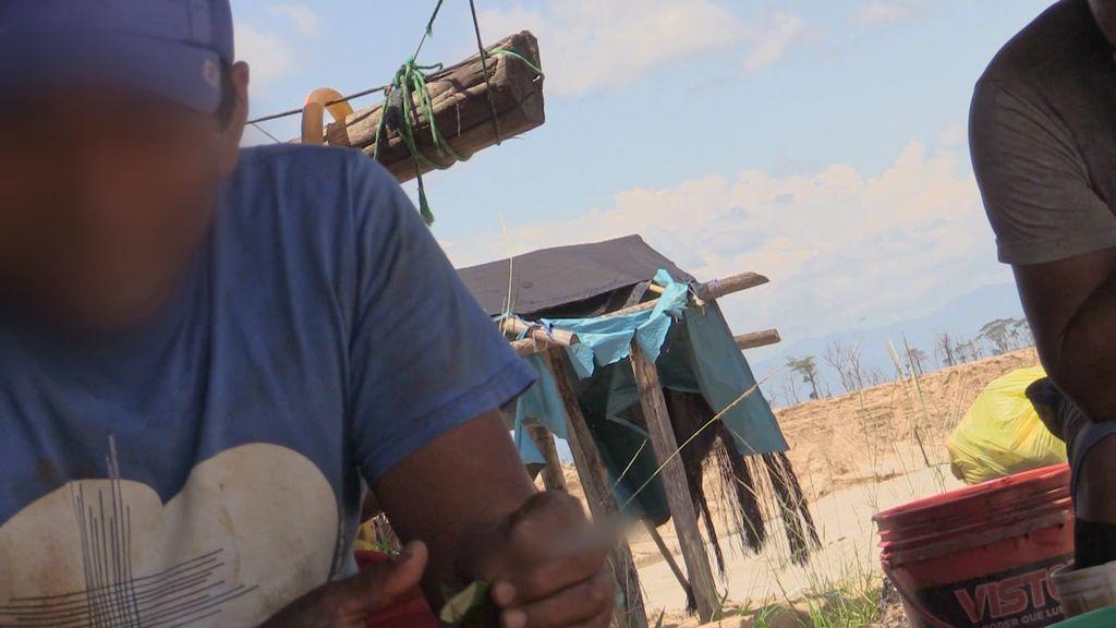 """Pampliega se adentra en una mina ilegal y habla con los trabajadores: """"Tenemos miedo, los de seguridad llevan armas"""""""