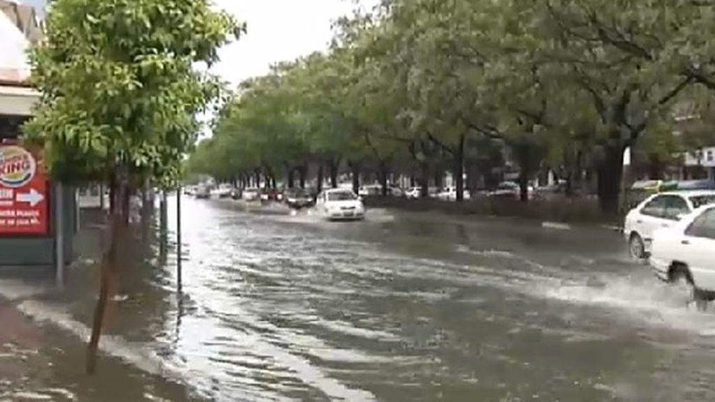 Numerosos problemas en Sevilla por las fuertes lluvias y la tormenta de granizo este Jueves Santo