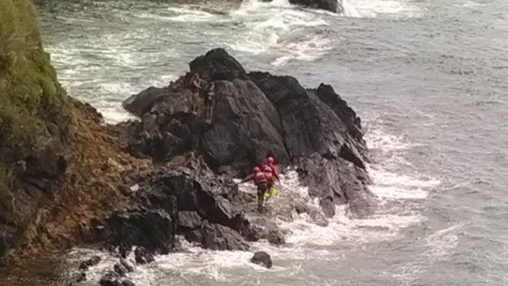 Rescatadas dos niñas en una zona acantilada de Sanxenxo tras ser sorprendidas por la marea