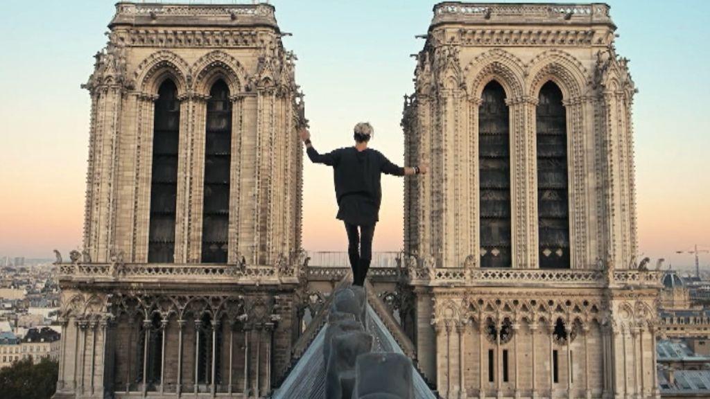 Vulnerabilidad en la seguridad de Notre Dame: se graban mientras escalan y se deslizan por la catedral