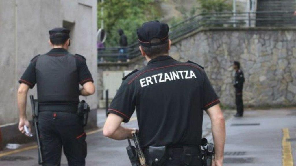 Detenidos dos jóvenes por agredir en grupo a un hombre en el centro de Bilbao