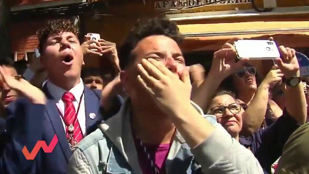 Antonio, de los 'capillitas' virales, se enfada por las críticas y Emma García sale en su defensa