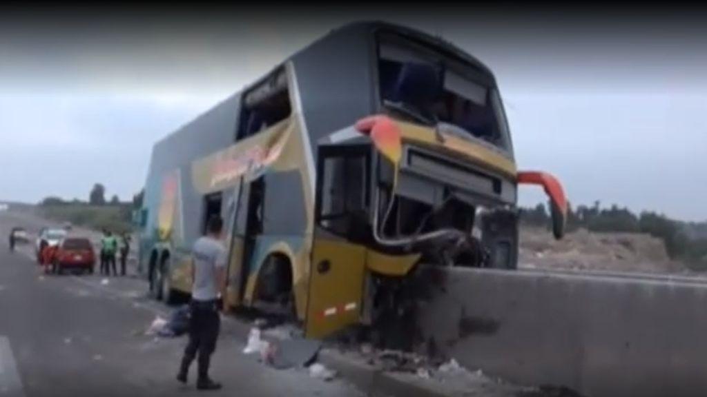 Ocho personas mueren a causa de un accidente de un autobús en Perú cuando iban al entierro de Alan García