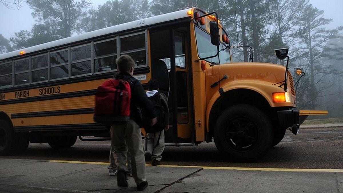 Detienen a dos niñas de 14 años que planeaban matar a 9 personas en Florida