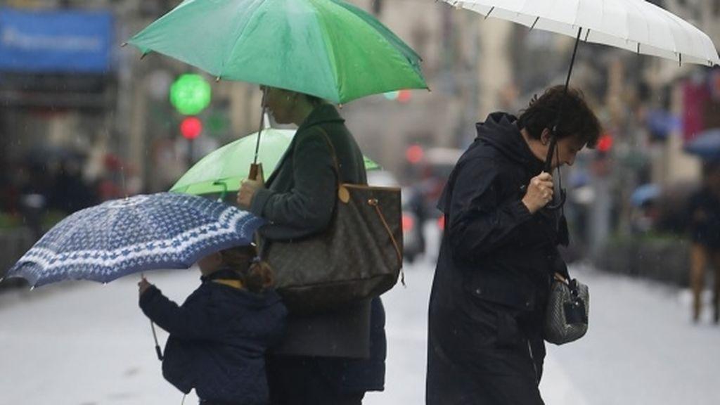 Suspenden actos políticos y procesiones a causa de las fuertes lluvias