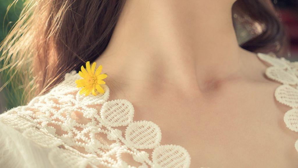 La historia de la joven que se sitúa al borde de la muerte tras estirar el cuello