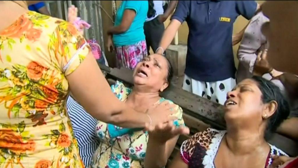 Angustia y dolor entre los familiares de los casi 200 muertos de los atentados en Sri Lanka