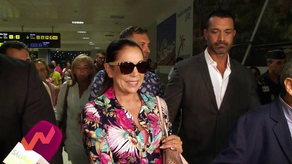 """Un confidente que ha viajado con Isabel Pantoja rumbo a Honduras desvela su estado: """"No paraba de llorar"""""""