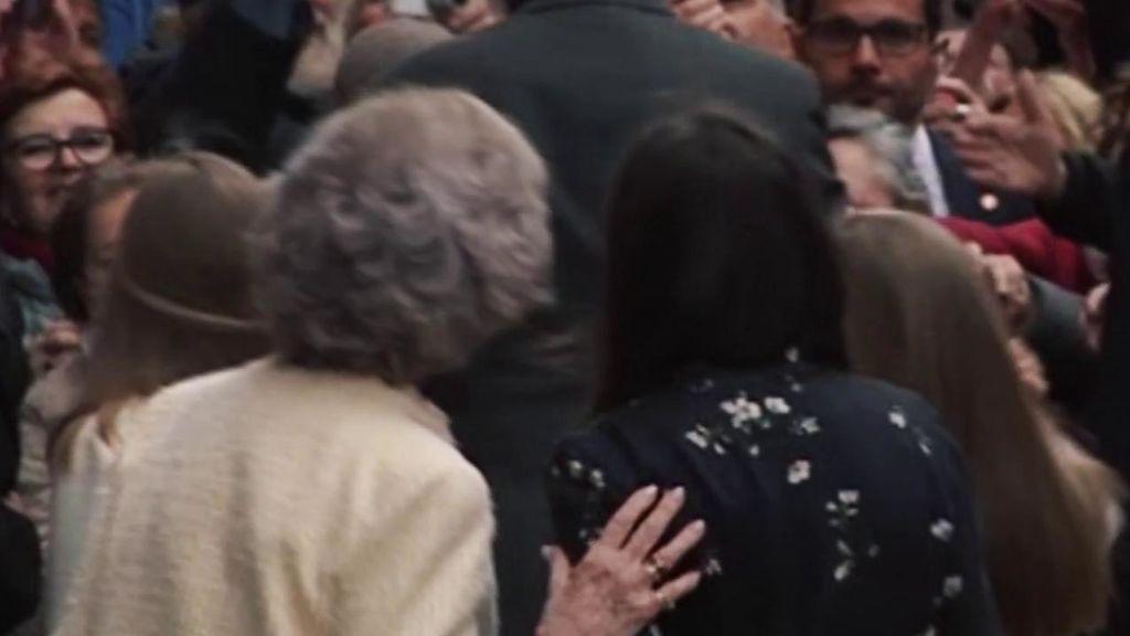 Los gestos de complicidad entre Letizia y Sofía tras el polémico vídeo de la Pascua pasada