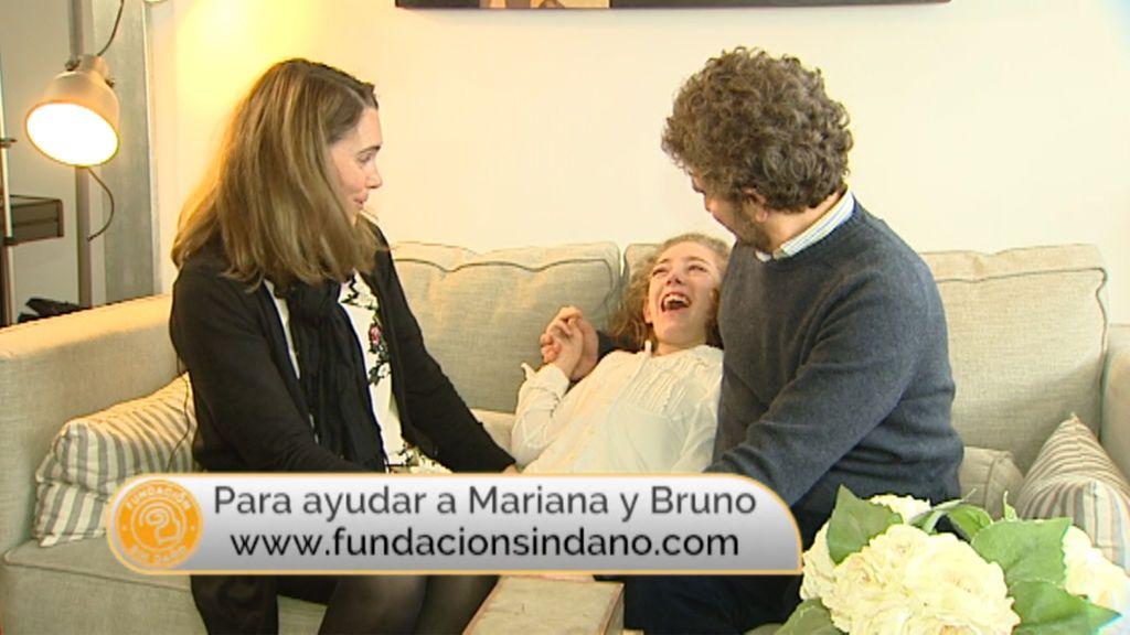 """Los padres de Mariana, niña con daño cerebral sobrevenido: """"Cualquier mejora, por pequeña que sea, para ella es un mundo"""""""