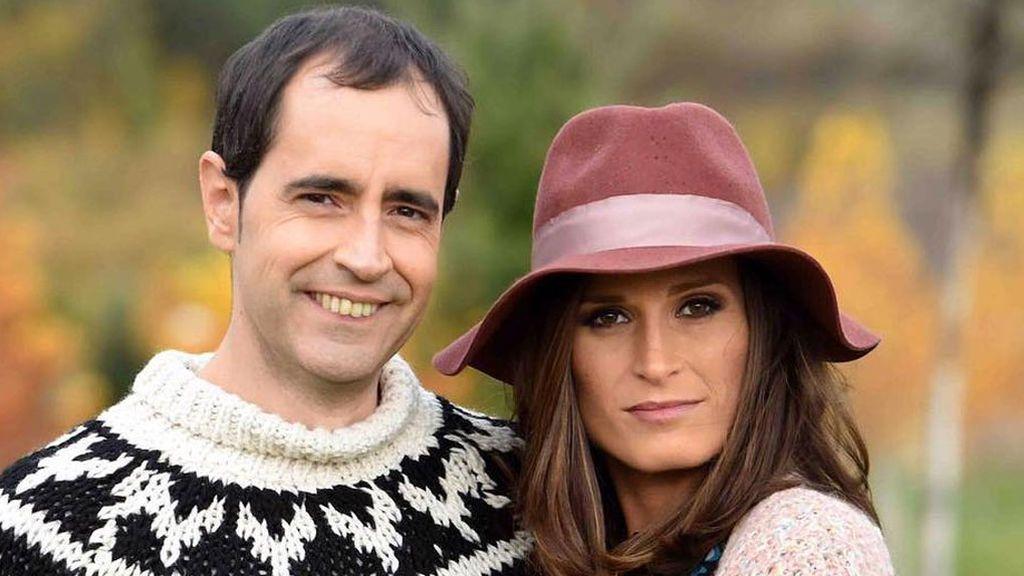 """Verdeliss y su marido posan con sus siete hijos por primera vez y vestidos iguales: """"Tipical Casa Verdeliss"""""""