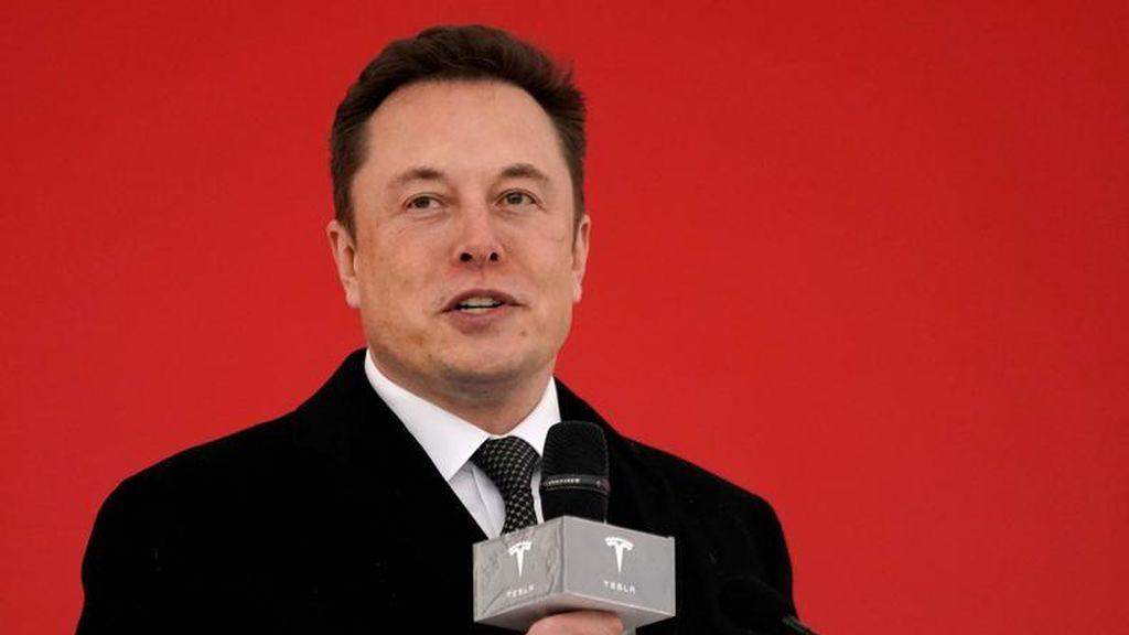 Musk anuncia que Tesla sacará 'robotaxis' al mercado en 2020