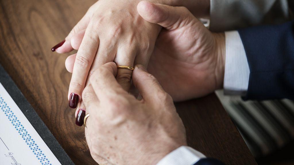 Renuevan sus votos matrimoniales para celebrar sus 75 años de matrimonio