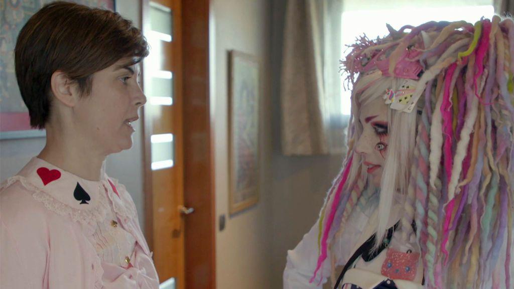 """Chaoko ayuda a Samanta a buscar su lado extravagante: De reportera a """"Lolita gótica"""""""