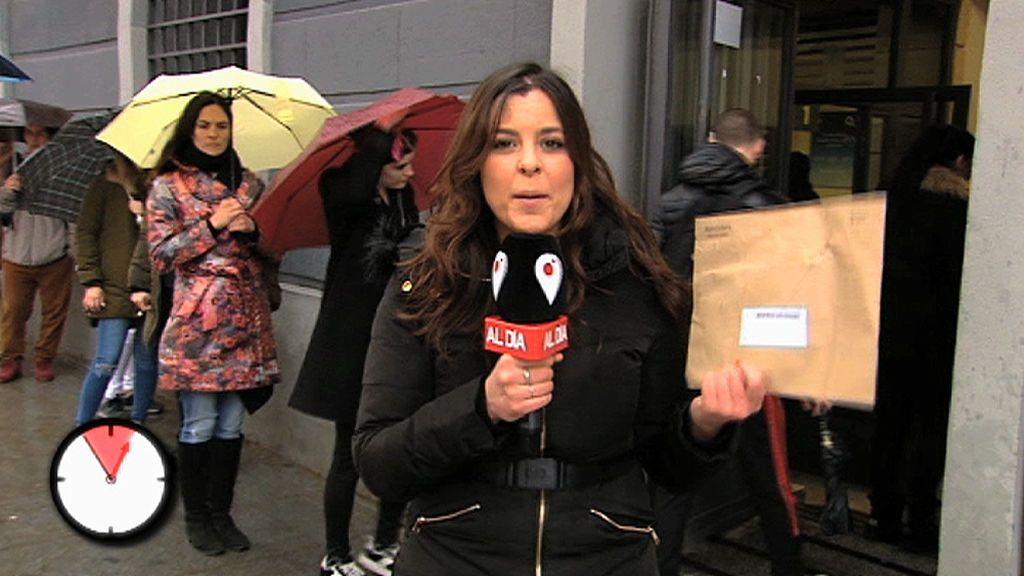 Una reportera de \'Cuatro al día\' tarda dos horas en poder votar por ...