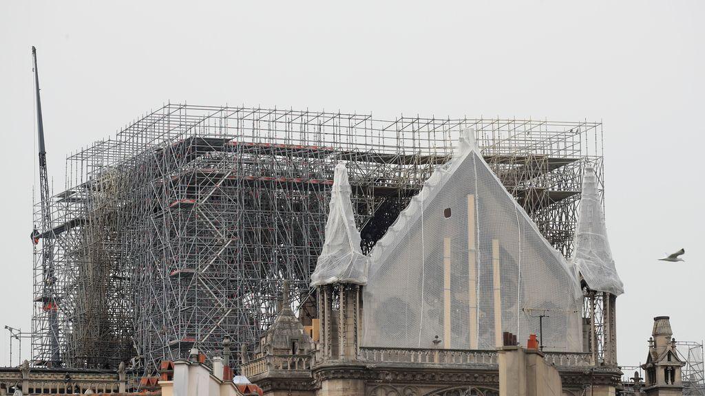 Comienzan a colocar la cubierta sobre Notre Dame