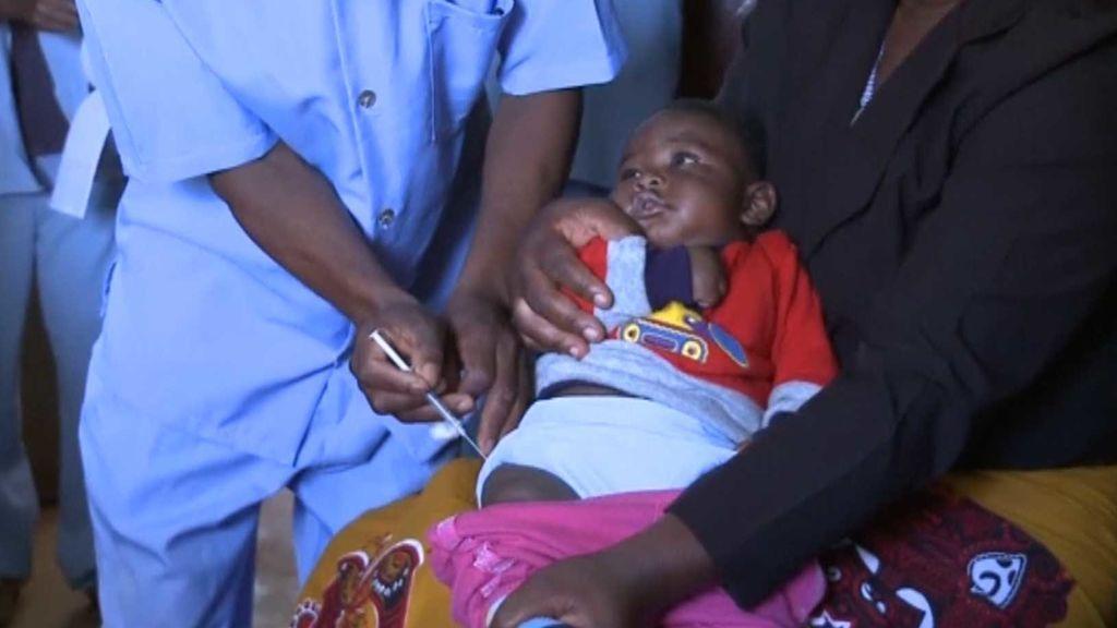 Tras 30 años de investigación, por fin llega la vacuna de la malaria a 360.000 niños africanos